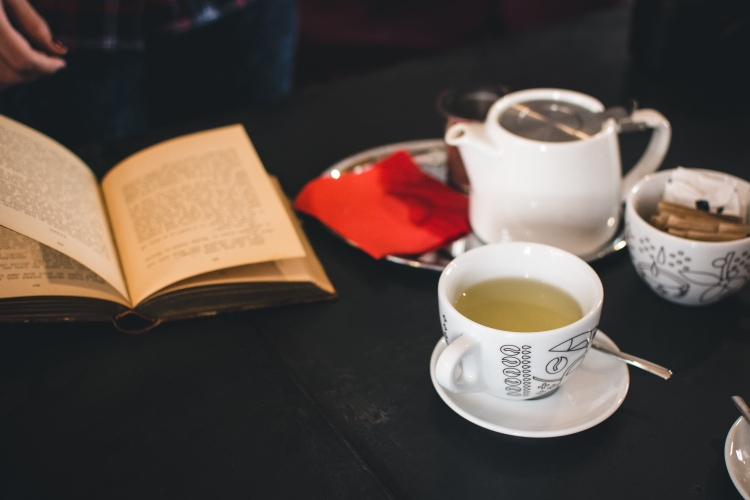 foodiesfeed.com_a-cup-of-tea-with-a-book.jpg
