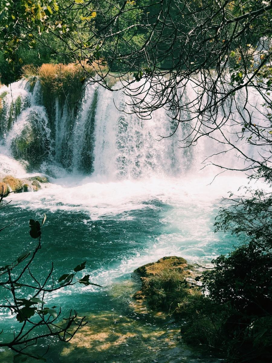 Regn, semesterkänslor och brusande vattenfall